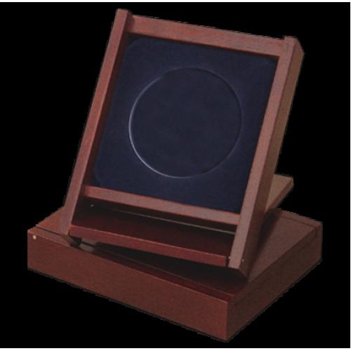 деревянный футляр-подставка под медаль
